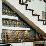 Более 10 идей, как использовать пространство под лестницей