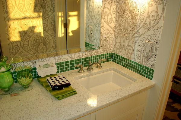 Зеленая ванная комната.