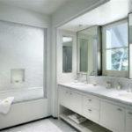 Белая ванная комната – потрясающий эффект чистоты