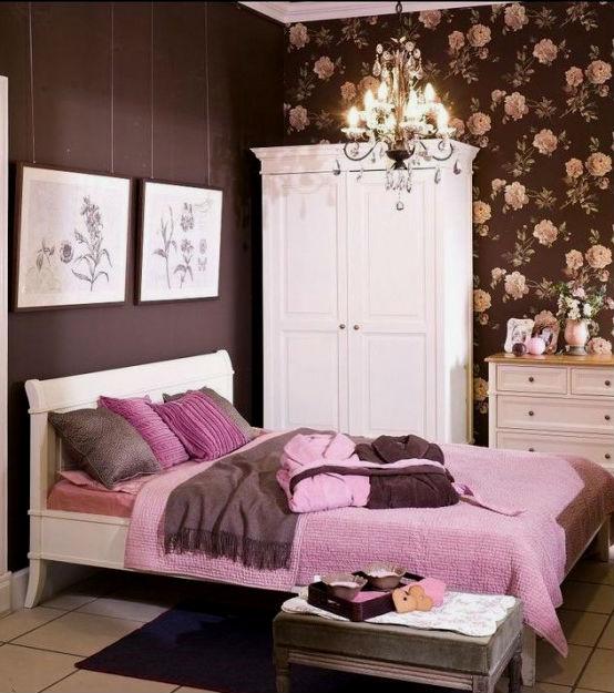 розовая спальня с белой мебелью фото