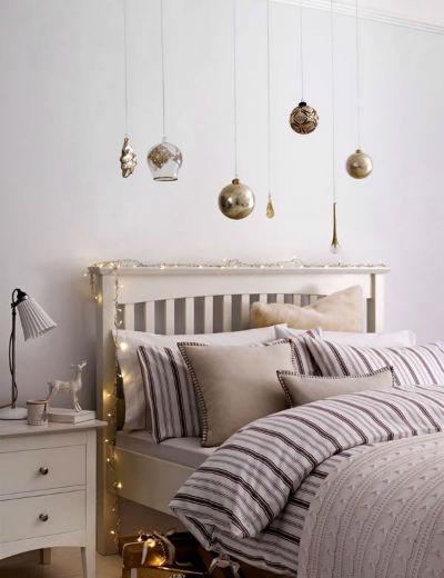 Как украсить спальню на Новый Год.