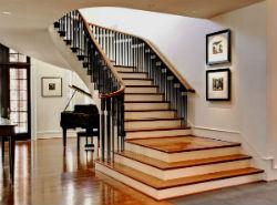 Лестницы внутри дома.