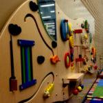 Бизиборды — развивающие доски для детей. Фото