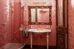 Ванная в розовых тонах.