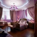 Милые и романтичные розовые шторы для спальни. Фото