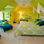 Яркий и жизнерадостный декор дачного дома