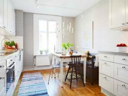 Маленький диван на маленькую кухню.