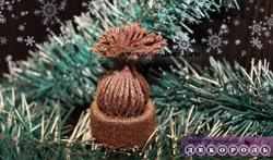 Елочная игрушка шапочка из ниток.