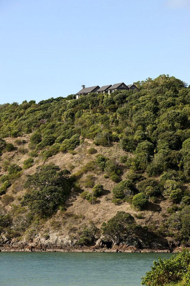 Уютный дом на вершине холма в Новой Зеландии