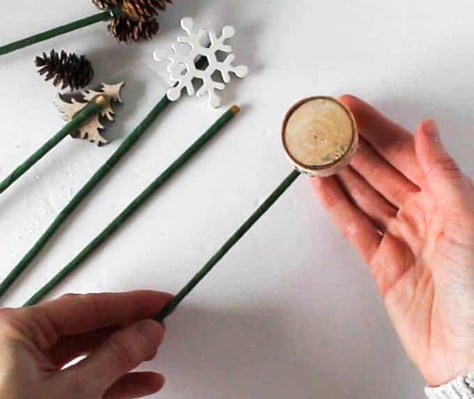 Как украсить дверь на Новый год или композиция в шапке для декора двери