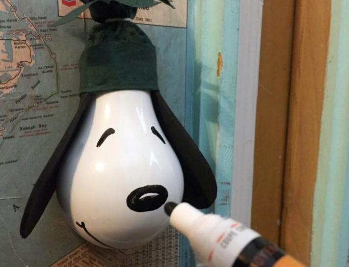 Новогодняя елочная игрушка из лампочки в виде собаки (мастер-класс)
