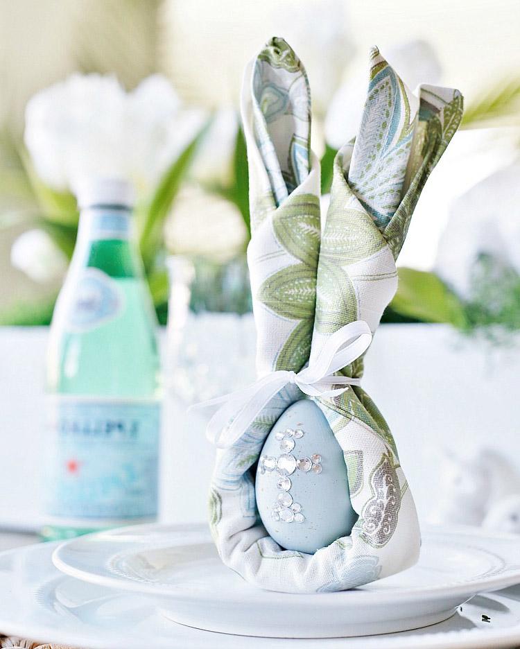 Как сделать кролика из салфетки с яйцом на Пасху (пошаговый процесс с фото)